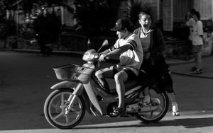 バイクに乗った夫婦
