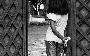 出入り口の女の子
