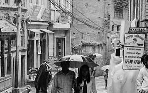 雨の中のカップル
