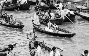 小舟で混雑していたショドルガットの波止場