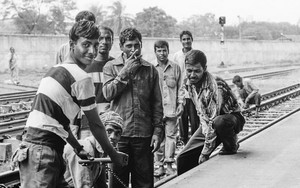 Trackmen In The Kamalapur Railway Station