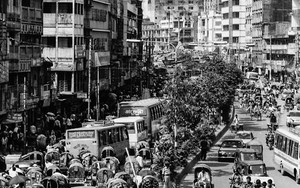 Trafficky Street In Dhaka