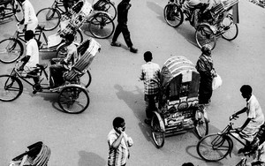 Pedestrians And Cycle Rickshaws