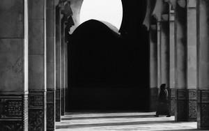 モスクの柱と影
