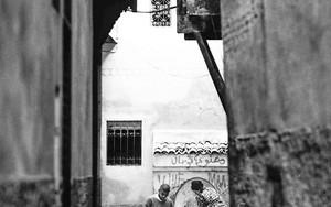 路地の井戸とサッカーボール