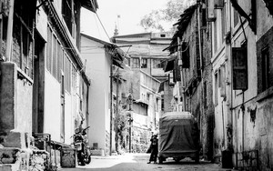 Auto Rickshaw Parked In The Alleyway