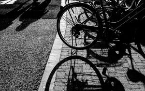 喫茶店の前の自転車