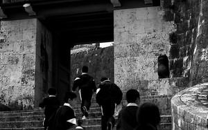 School Boys Running To The Zuisen Gate