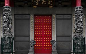 行天宮の閉じられた扉