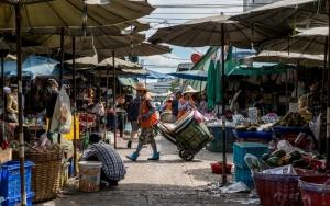 クロントゥーイ市場の通路